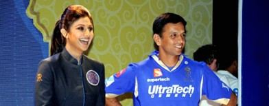 Shilpa gets Dravid to walk the ramp