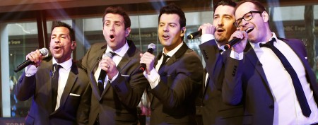 NKOTB star leaves stage during show