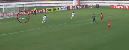 Soccer player's hilariously sneaky move