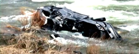 Unlikely hero rescues family in river crash