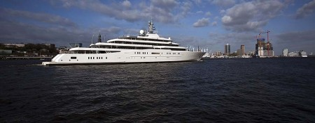 590-foot megayacht is now world's biggest