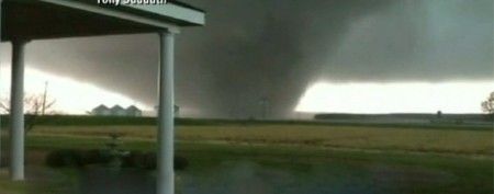 Monstrous tornadoes caught on video