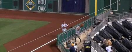 Fan brings huge glove to baseball game