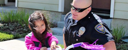 Police officer's touching gift for girl