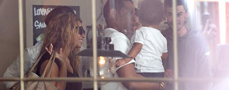 Beyoncé, Jay-Z, and baby do lunch in Paris