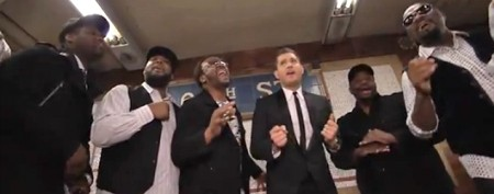 Singer serenades NYC commuters in subway