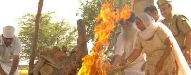 Photos: Hundreds attend Sarabjit's funeral