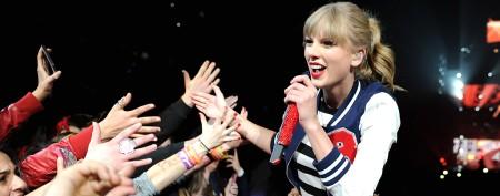 Taylor Swift rocks good-girl, bad-girl looks
