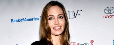 Angelina Jolie has her breasts removed