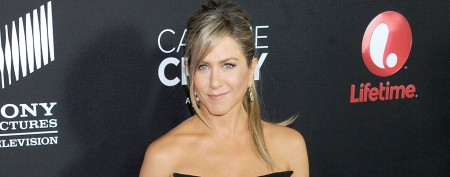 Jennifer Aniston recycles surprising look