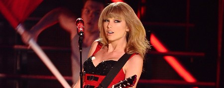 Taylor Swift's bad-girl act at awards show