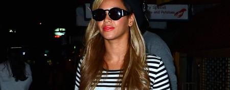 Beyoncé's bare midriff look rebuts baby talk