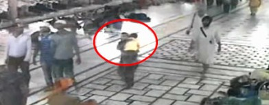 On cam: Child abducted from Golden Temple