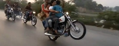 Amazing video: Five person wheelie ride