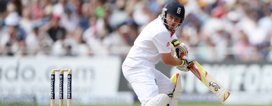 Bell, Broad buoy England in 1st Test