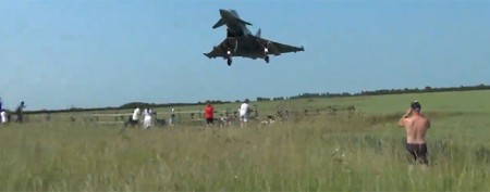 Low-flying jet startles spectators