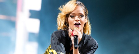 Fans pelt Rihanna with potato chips at show