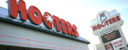 Hooters' logo gets a face-lift