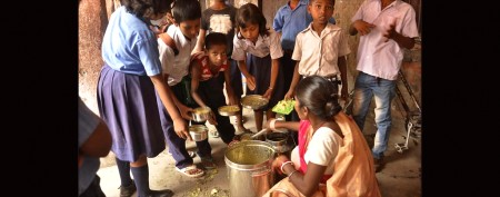 Cooks recount India school lunch horror