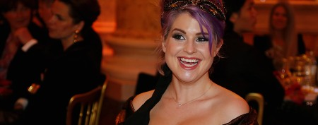 Kelly Osbourne flashes engagement sparkler