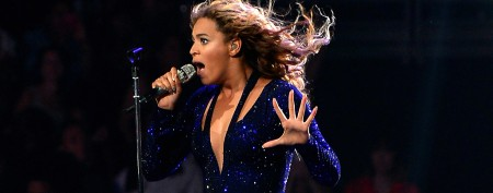 Beyoncé stage encounter causes fan to faint