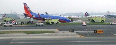 Plane lands without front landing gear in NYC