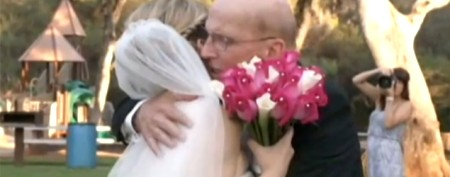 Woman stages fake wedding for dying dad