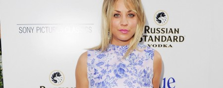 Kaley Cuoco brings younger sister to premiere