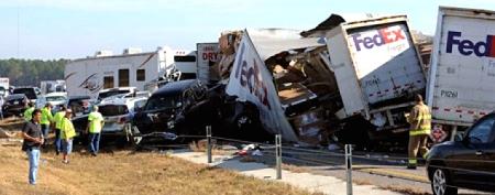 Massive pileup shuts interstate in Texas