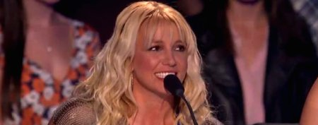 Britney Spears commits a live TV 'oops'