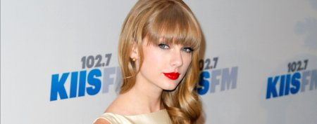 Taylor Swift steps out with a new guy