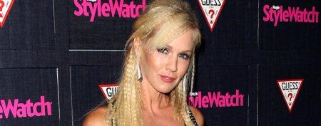 Jennie Garth admits ex's new love 'stings'