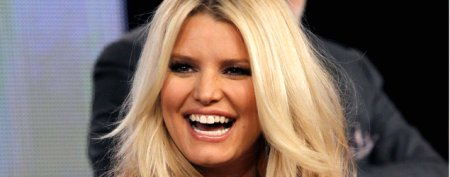 Jessica Simpson shows off her new bump