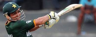 Pakistan thrash India in warm-up