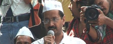 Kejriwal aides halted on way to CM's house