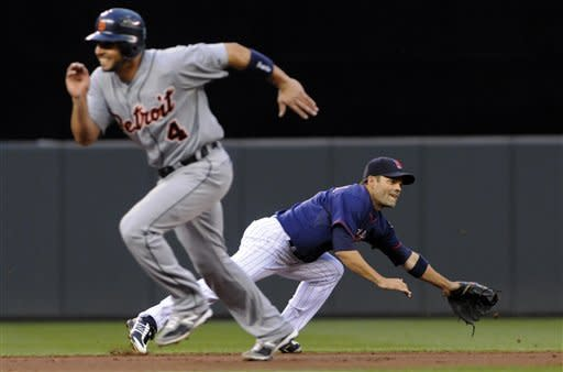 Fister pitches 8 strong innings for Tigers