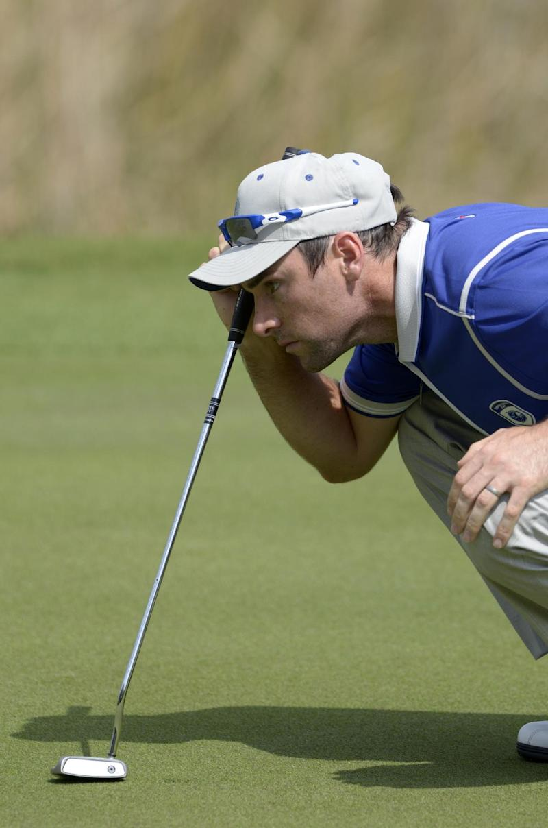 Oliver Wilson shoots 64, shares lead in Scotland