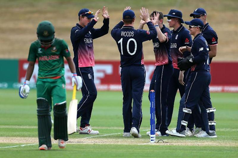 England thump Bangladesh to reach quarter finals