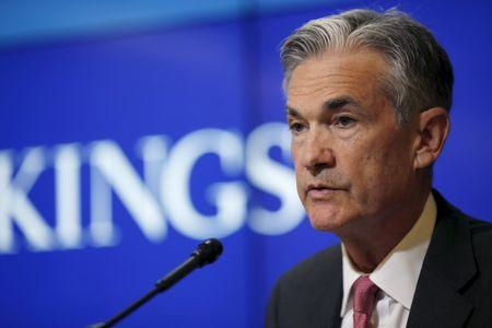 Powell, keeping cards close, says Fed to gradually hike rates