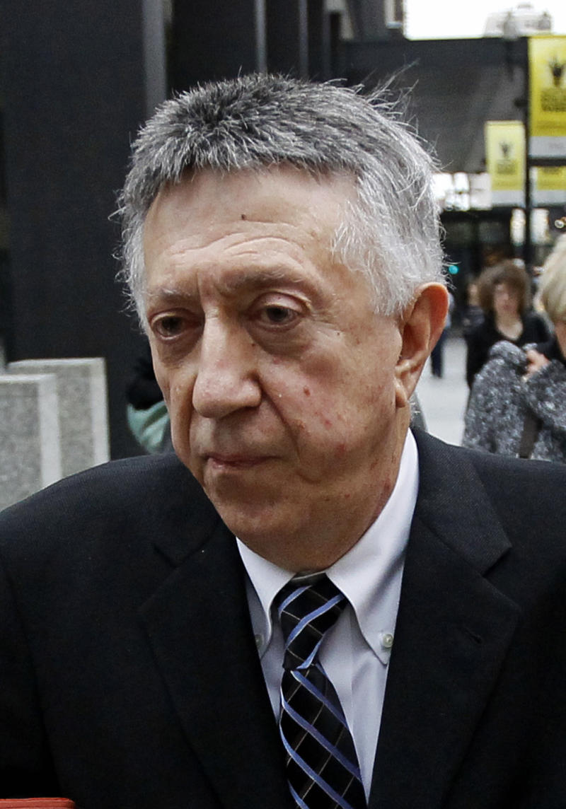 Convicted ex-Ill. powerbroker reports to prison