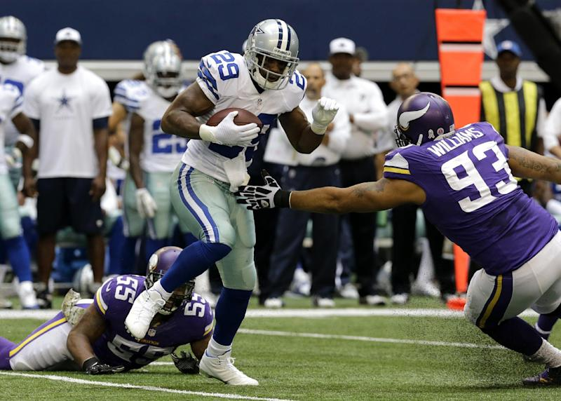 Williams, playing new spot, helps Vikes D step up