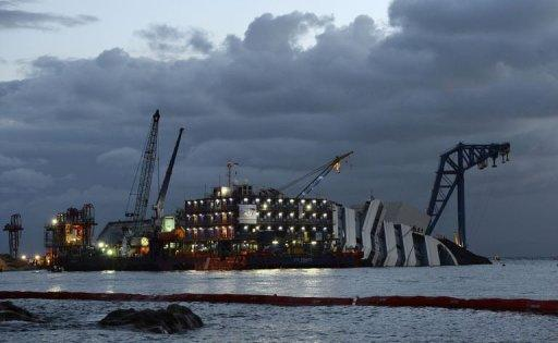 <p>Salvage crews work on the wreck of Italy's Costa Concordia cruise ship near the harbour of Giglio Porto, early on September 16, 2013.</p>