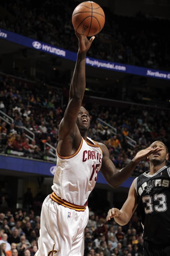 Cavs' Bennett out 3 weeks with knee injury