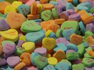 640px-Candy-hearts