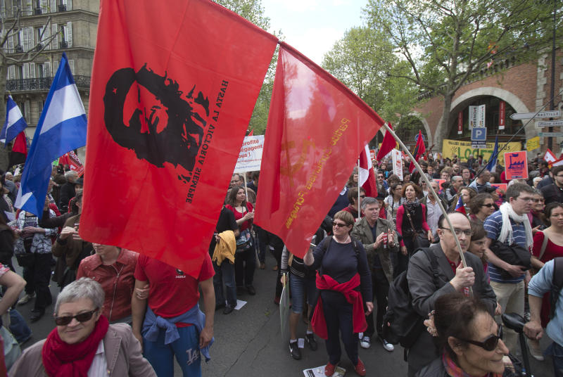 Thousands of leftists protest Hollande's 1st year