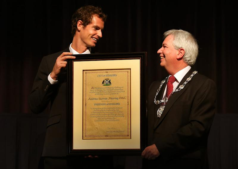 Murray breaks down in tears at Scottish ceremony