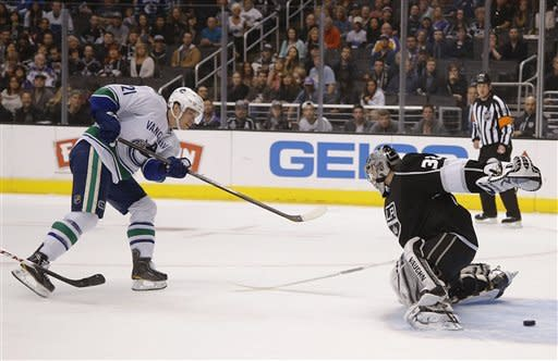 Canucks hand Kings 2nd straight shutout loss