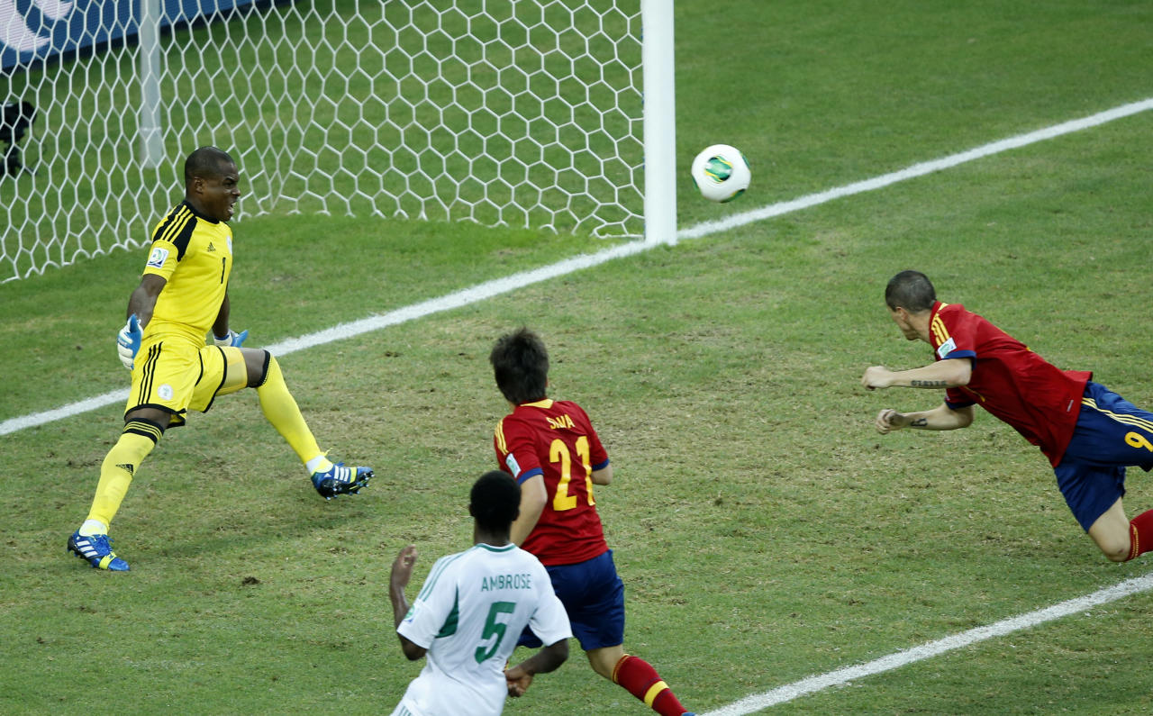 Spain's Fernando Torres, right, scores his side's 2nd goal during the soccer Confederations Cup group B match between Nigeria and Spain at the Castelao stadium in Fortaleza, Brazil, Sunday, June 23, 2013. (AP Photo/Victor R. Caivano)