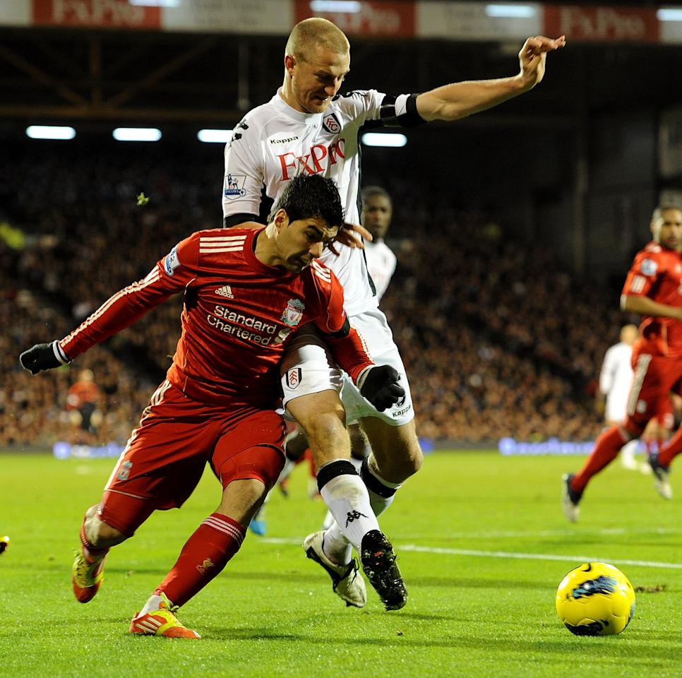 LONDON, ENGLAND - DECEMBER 05:  (THE SUN OUT) Luis Suarez of Liverpool competes with Brede Hangeland of Fulham during the Barclays Premier League match between Fulham and Liverpool at Craven Cottage on December 5, 2011 in London, England.  (Photo by John Powell/Liverpool FC via Getty Images)