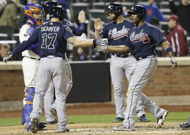 Braves pull shaky Kimbrel, hold off Mets 7-5